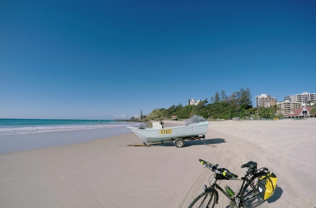 Kirra Point with fishing boat waiting for the next netting run.
