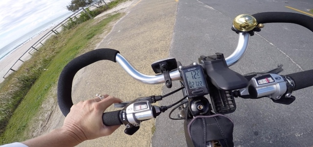 The CatEye speedometer sits at the centre of my handlebars. When this photo was taken, I was riding 12.2 km/hr and had been riding for 21.22 minutes