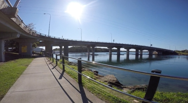 Cycleway takes me on a circuit returning me to the bridge that Hugh and I rode over to cross Terranora Creek.